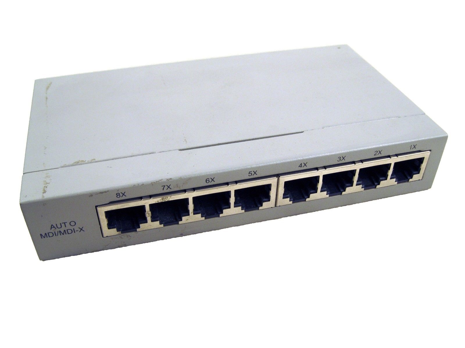 Allied Telesyn AT-FS708LE 10 Base-T 100Base -TX 8 Port Fast Ethernet Switch